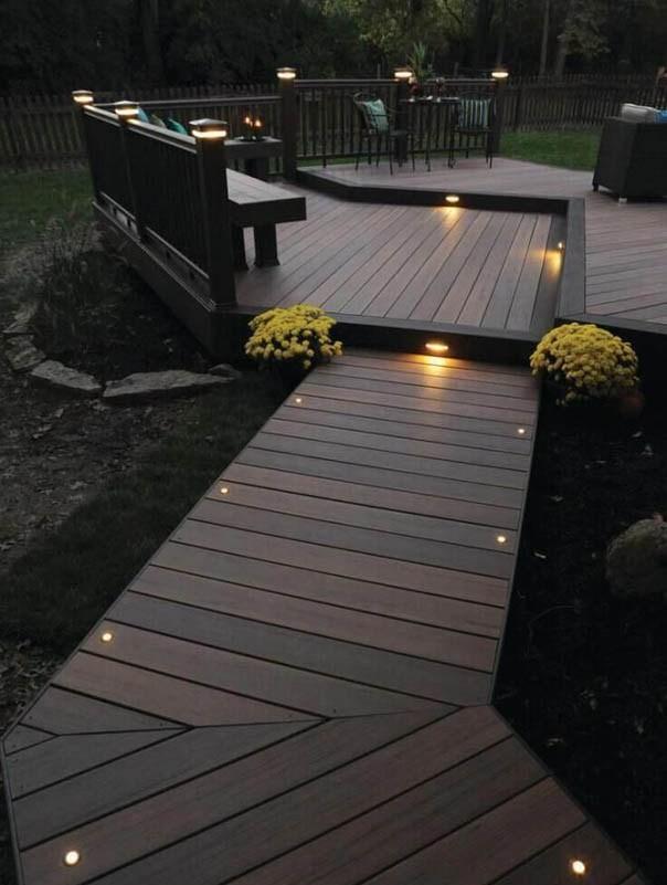 Lắp đặt đèn led âm sàn là cách tiết kiệm chi phí nhất để chiếu sáng lối đi cho khu vực bên ngoài nhà của bạn.