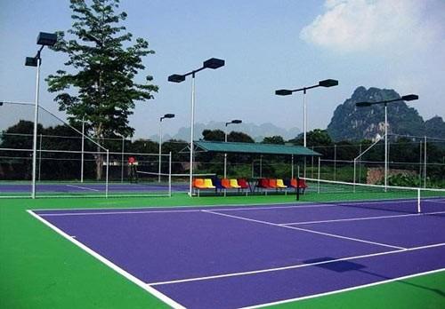 chieu-cao-cot-den-cho-san-tennis